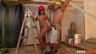 Hardcore ass shacking up on tap the construction site makes Bettina DiCapri cum GP1098