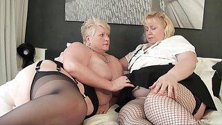 Fat matures strive soft lesbian action pile up